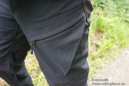 Viele Beintaschen an der Haglöfs Hose bieten Platz für Kleinigkeiten
