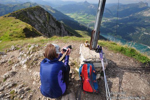 Die Trekkingstöcke im EInsatz in den Alpen