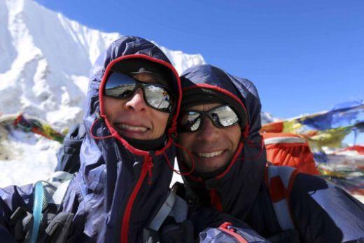 Anna und Philippe Gatta trugen Berghaus VapourLight Hyper Smocks auf dem Great Himalaya Trail - Fotocredit: Berghaus
