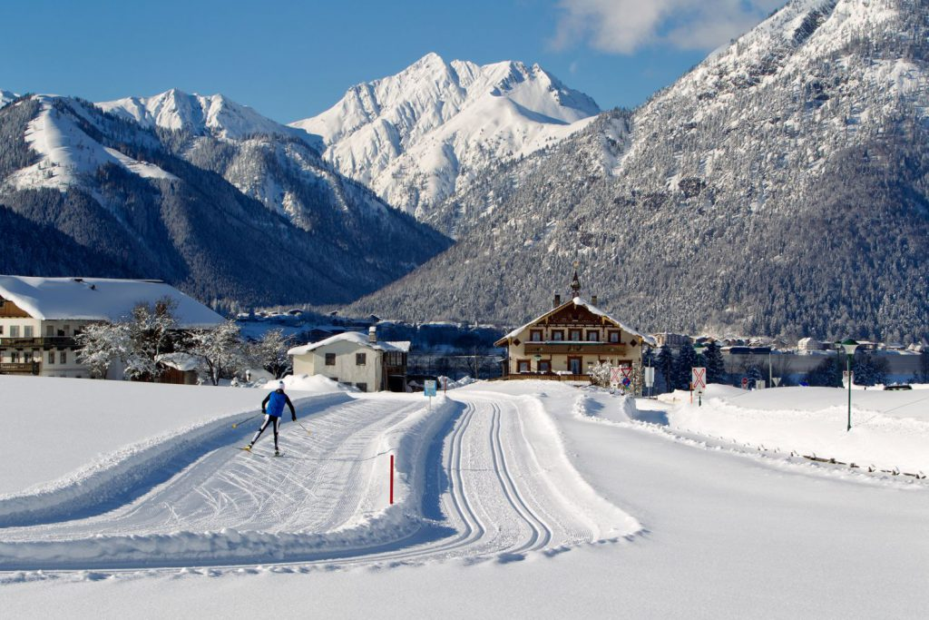 Beim Langlauf-Opening (21. Dezember 2014) wird der Start in die neue Saison mit Langlauf- Workshops für Anfänger und Fortgeschrittene, Wachskurs und Materialtests aller führenden Ausstatter gefeiert.  Foto: Achensee Tourismus